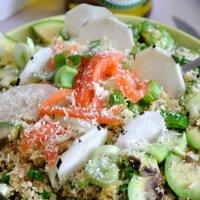 Salade de Boulghour,Petits Pois,Radis Noir,Oignons Nouveaux,Avocat,Saumon & Pecorino (c'est bon on s'arrête là?)