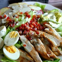 Light Caesar Salad avec Avocats,Grenade,Pomme et  Sauce Yaourt,Coriandre & Citron Vert