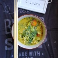 Soupe aux accents Thai au tofu fumé, et légumes. Vegane